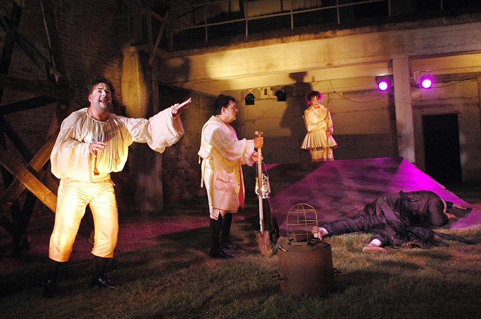 """Ann Lumiste kostüümid ja kujundus. Ooper """"Fidelio""""."""