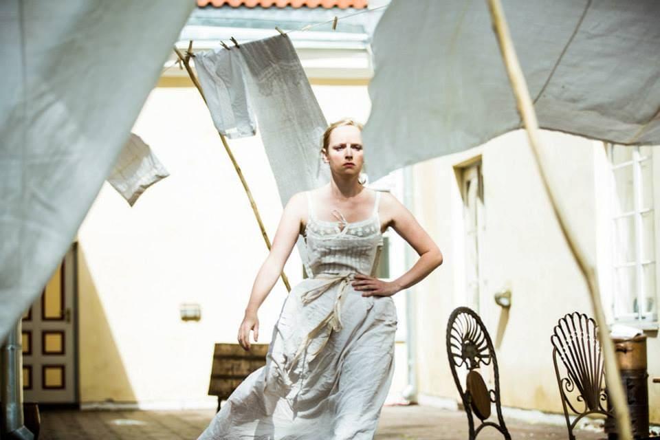 """Lavastus """"Preili Julie"""". Kostüümid ja lavakujundus Ann Lumiste."""
